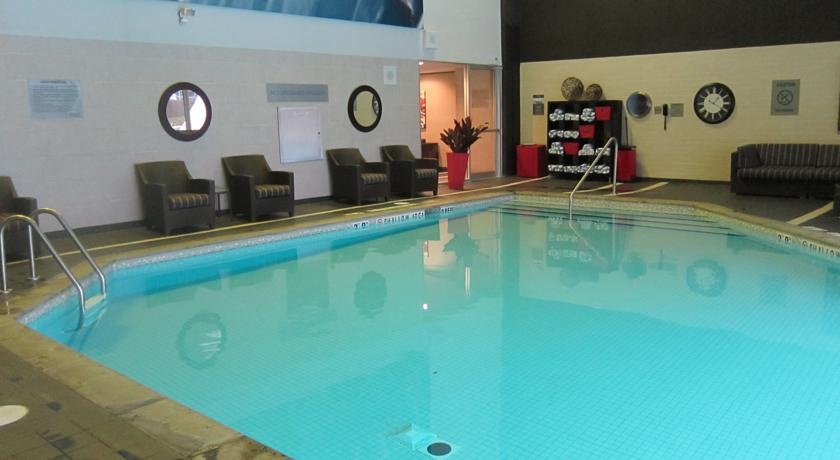 Hilton toronto information my canada trips for Swimming pools downtown toronto
